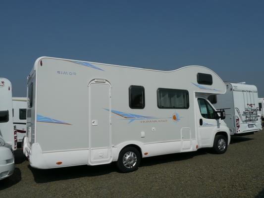 nos camping cars et caravanes en location. Black Bedroom Furniture Sets. Home Design Ideas